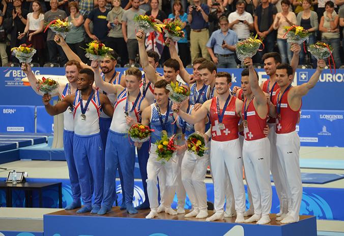 Das Schweizer Team samt Bronzemedaille gemeinsam mit den Erst- und Zweitplatzierten