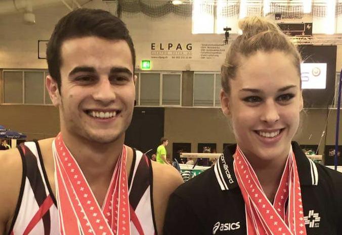 Pablo Brügger und Giulia Steingruber mit ihren Medaillen der Schweizer Meisterschaft